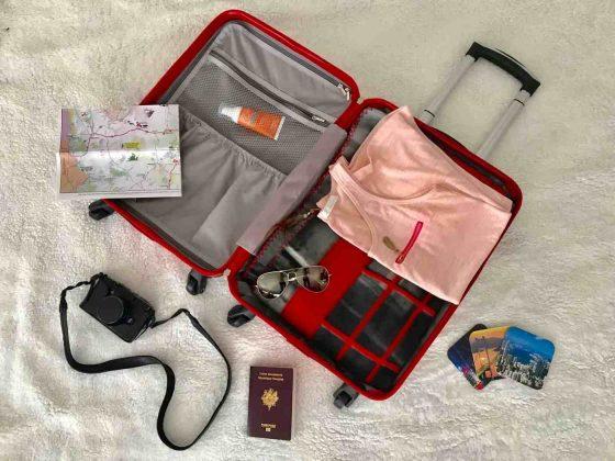 faire sa valise avant de partir en voyage